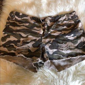 Army printed shorts